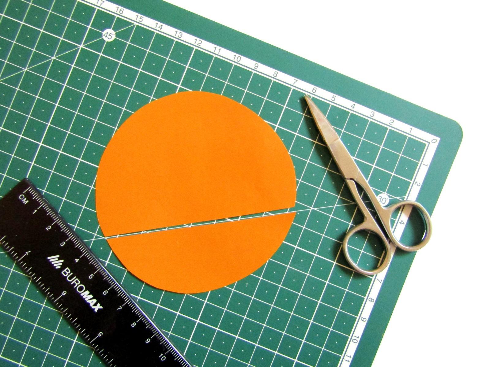 Аппликация машинки из бумажных кружков-3