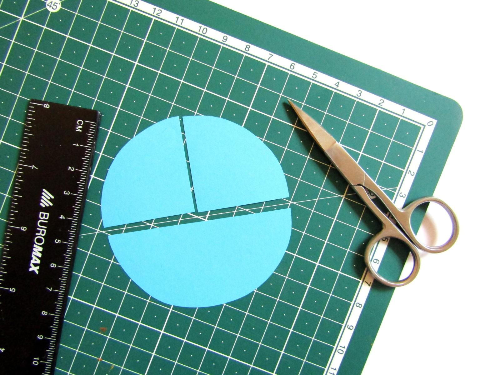 Аппликация машинки из бумажных кружков-5