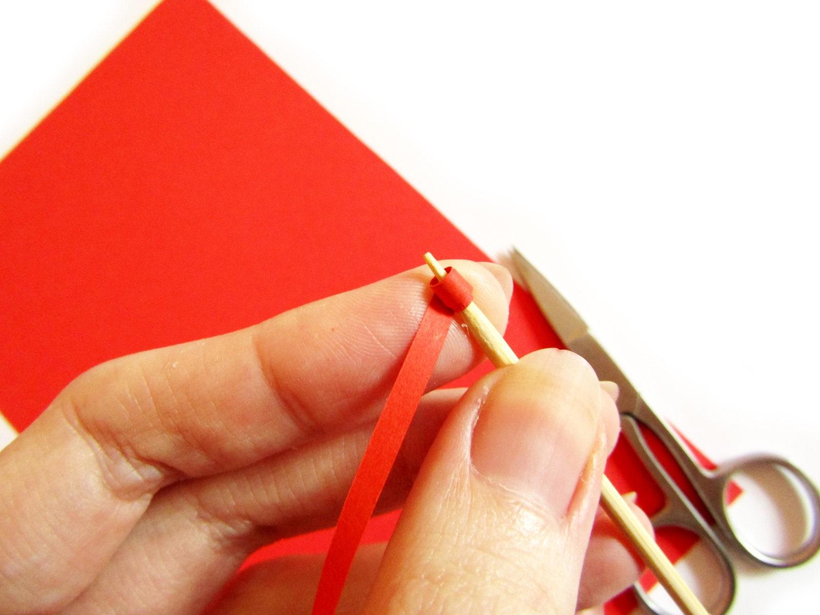 Как сделать открытку в технике квиллинг-3