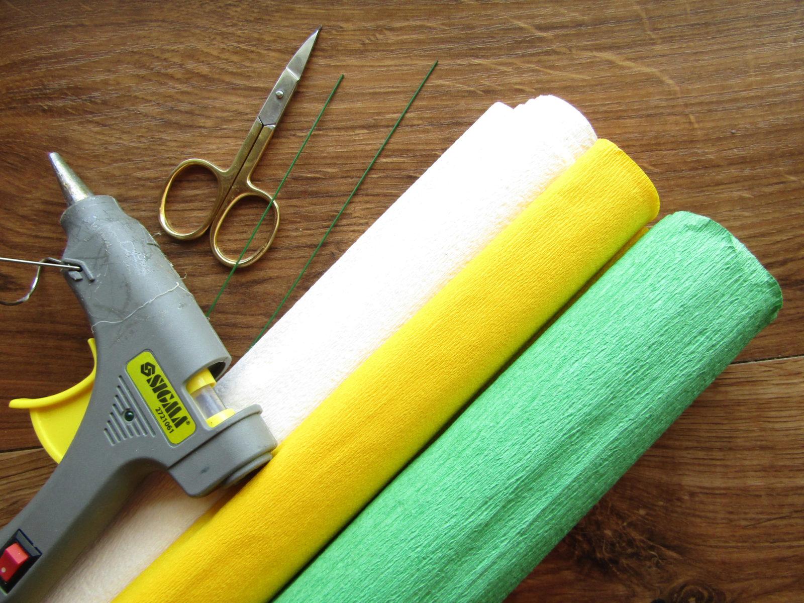 Как сделать ромашку из гофрированной бумаги-1
