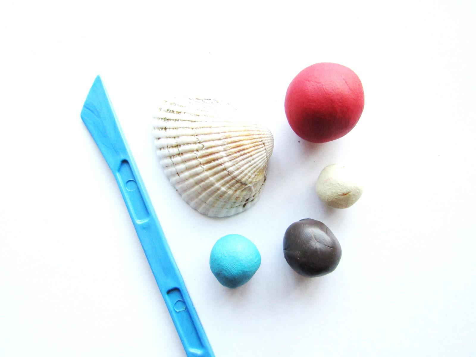 Как слепить краба из ракушки и пластилина -1