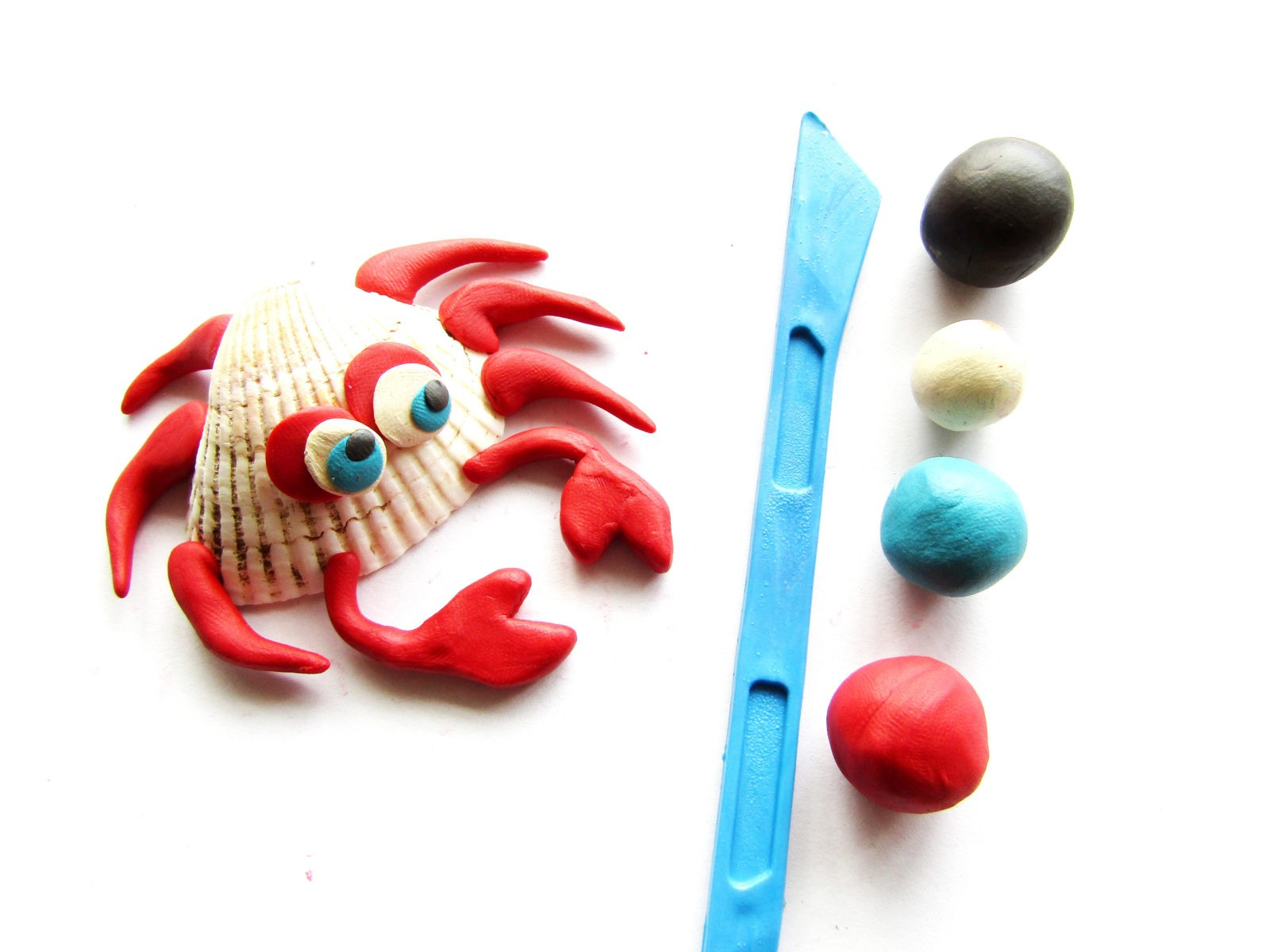 Как слепить краба из ракушки и пластилина -9